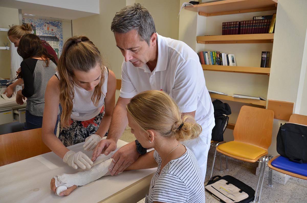 Gipskurs im Rahmen der MedSummerSchool in Horn