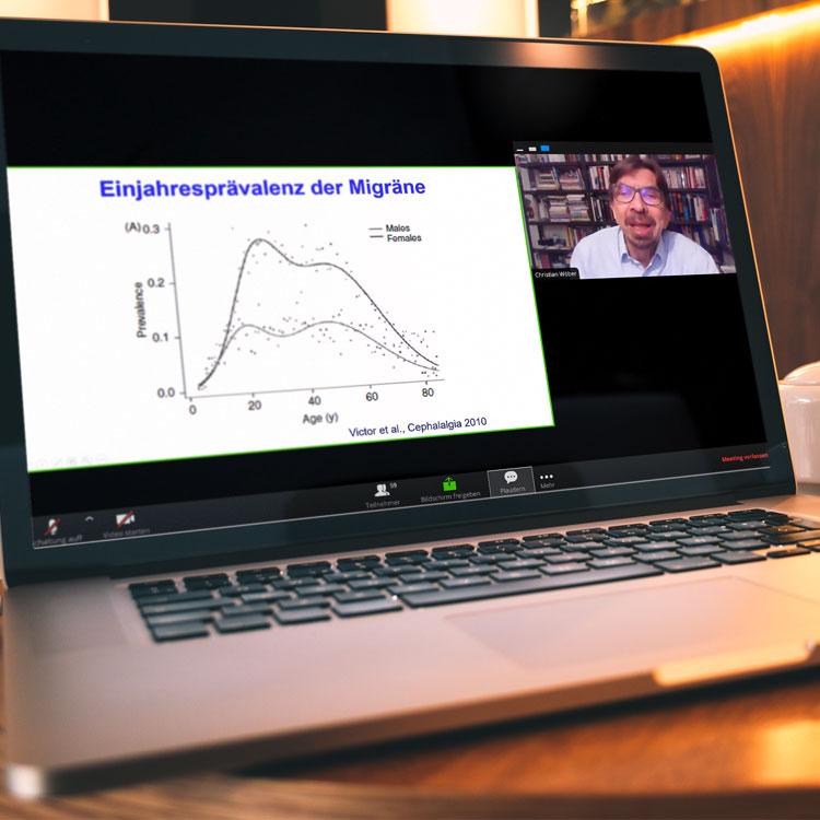 Laptop mit laufender Fortbildung als Webinar im Auftrag von Ratiopharm